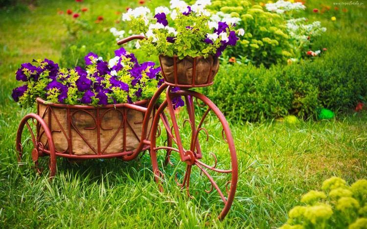 садовые украшения из старых вещей12