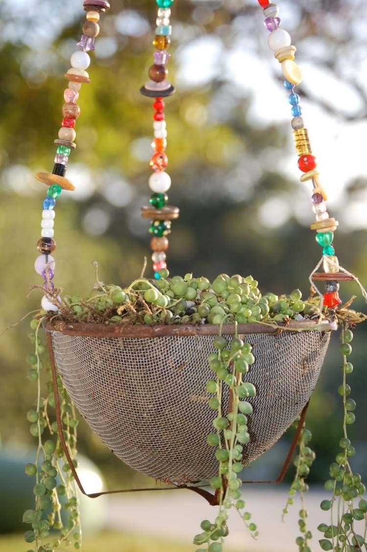 садовые украшения из старых вещей14