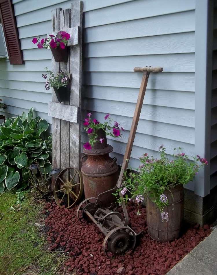 садовые украшения из старых вещей16