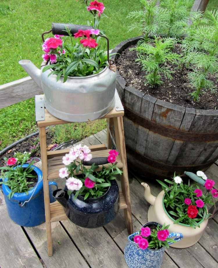садовые украшения из старых вещей27