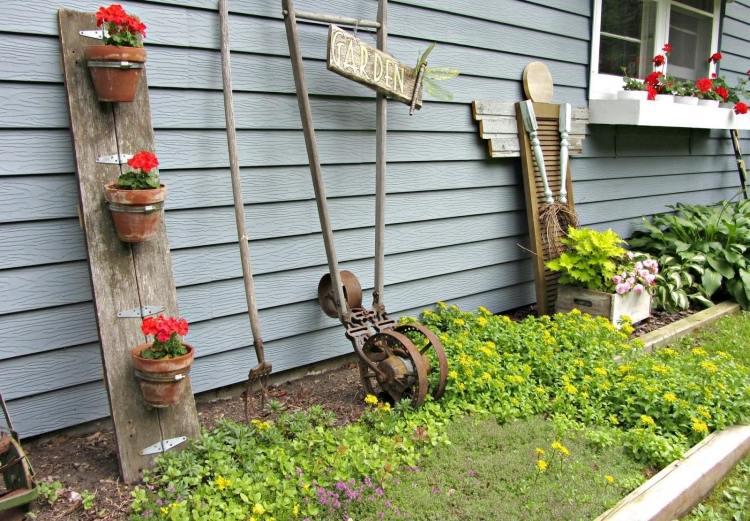 садовые украшения из старых вещей7