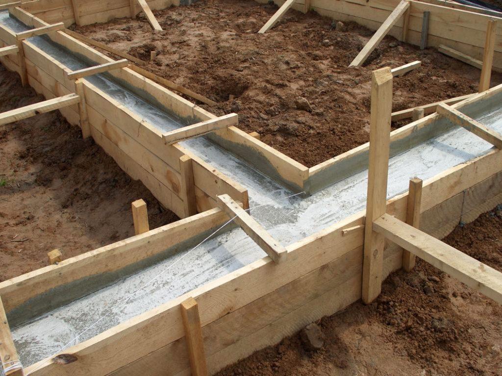 Сколько должен стоять фундамент перед постройкой дома